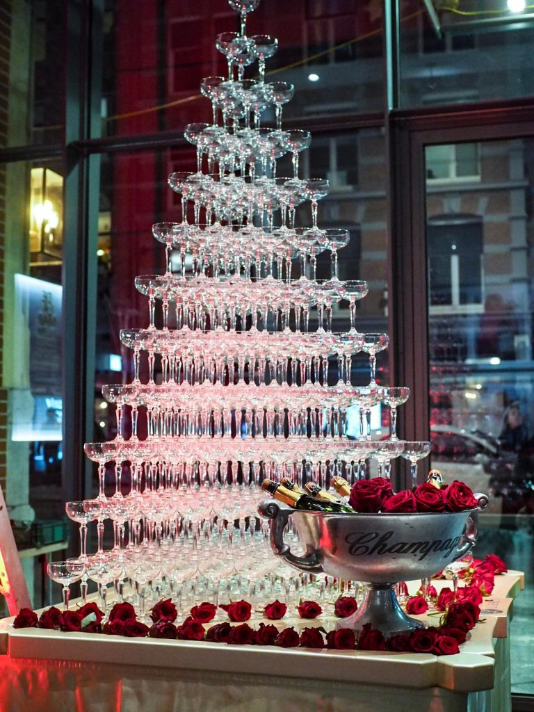 Champagnetoren versieren